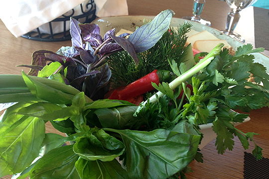 «Появится мода на флекситарианство — основой рациона являются овощи, травы и фрукты, но с небольшим разнообразием в виде рыбных, молочных и мясных блюд»