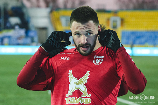 Есть вопросы к Евгению Маркову, который тоже находится в аренде — из «Динамо». Но ему дадут шанс на сборах