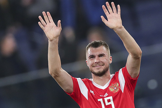 Николаем Комличенко, нападающим сборной России и лучшим бомбардиром чемпионата Чехии, «Рубин» интересовался ещё в прошлом году