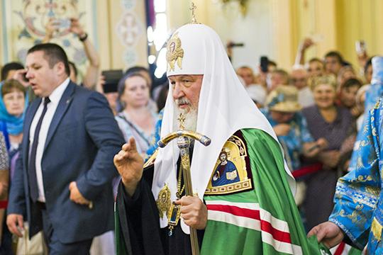 «Предложением включить отсылку к Богу в основной закон РФ патриарх всея Руси Кирилл не на шутку всколыхнул российскую общественность, вызвав настоящее вавилоново столпотворение разнообразных мнений»