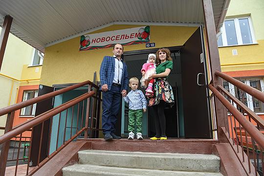 Татарстан лидирует по количеству выданных «семейных» ипотек в Поволжье: в 2018–2019 годах выдали 4,3 млрд рублей, за год за счет программы «Семейная ипотека» было куплено почти 2 тысячи квартир