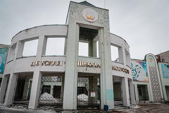 Школу искусств ждет большой ремонт.«На это было выделено почти 17 млн рублей. Президентом РТ принято решение о дополнительном выделении еще 39 млн на завершение строительно-монтажных работ», – сообщил Песошин