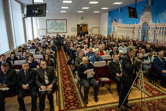 Словно пчелиный рой, гудели в минувшую пятницу гости Татарстанского форума пчеловодов, собравшиеся в актовом зале Татарского института переподготовки кадров агробизнеса
