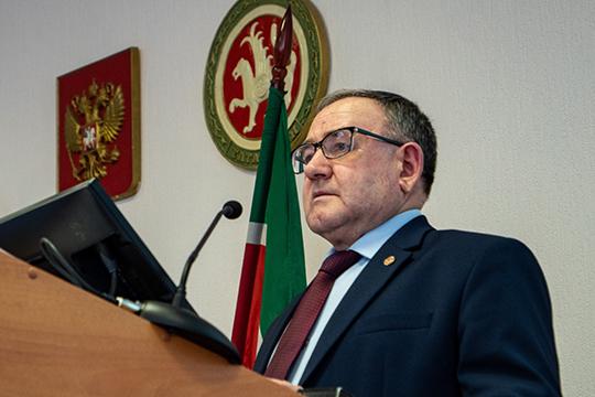 Фаиз Динмухаметов рассказал, что сейчас управление аквакультуры и пчеловодства создает ГИС-систему, в которую будет стекаться вся информация о применении пестицидов во всех районах Татарстана