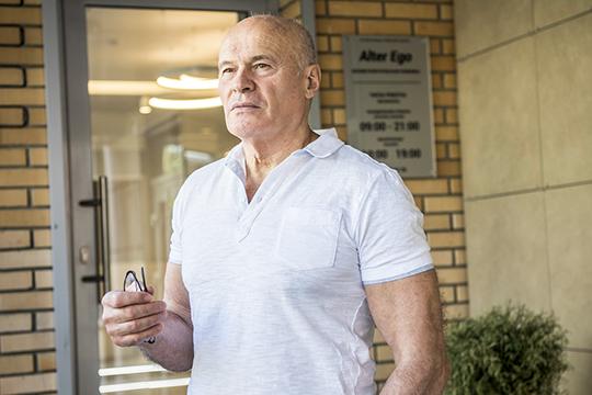 «Рубль за один день упал в четыре раза! Если тебе были должны, ты получал в четыре раза меньше… Это была катастрофа»