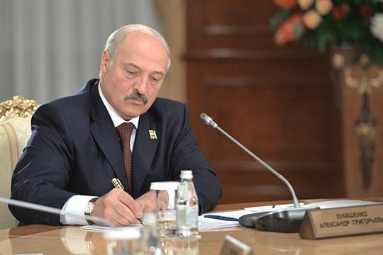 Президент БеларусиАлександр Лукашенкоякобы всерьез собирается в отставку и объявит об этом судьбоносном решении в день 25-летия своего вступления в должность