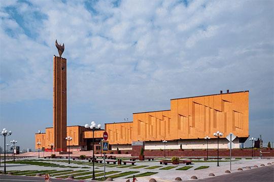 Поэты, писатели и драматурги просят Рустама Минниханова сохранить нынешний статус НКЦ «Казань»