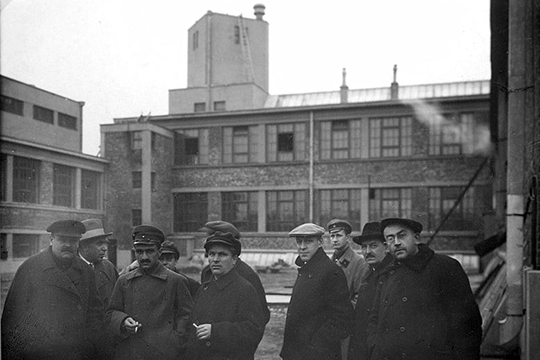 А.Е. Бадаев, А.И. Микоян, С.М. Киров на 10-ом хлебозаводе, Ленинград, 1927 год