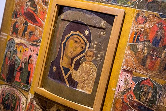 «Самый старый список Казанской иконы Божией Матери— это вмузее ИЗО, который датируется последней четвертью 80-х годов 16 века»