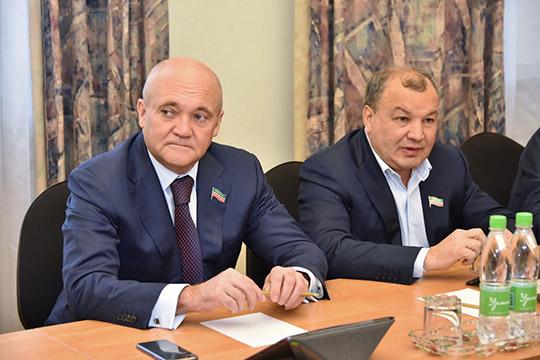 Мунир Гайнуллов (слева)