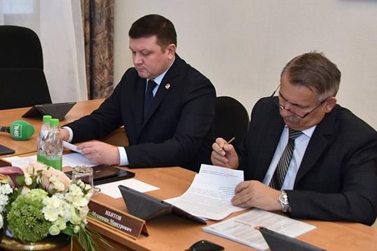 Алексей Фролов (слева)