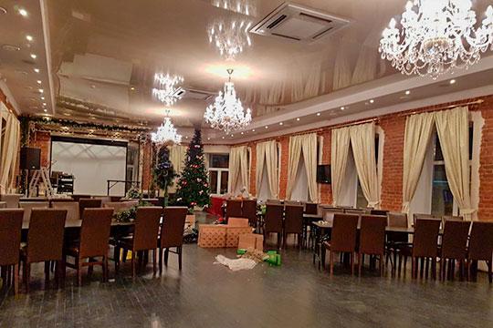 Ресторан «50/8» наместе долгожителя казанского общепита Dream Cafe открылся почти год назад, нопохоже, так доконца иненашел своего клиента