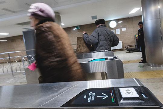 Все 120 турникетов 11 станций казанского метро теперь принимают бесконтактные банковские карты