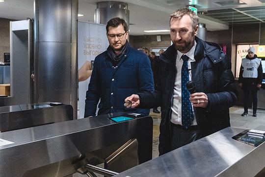 Бесконтактная оплата ипроход через турникет Антона Шигапова (справа) иРушана Сахбиевабыли символичными