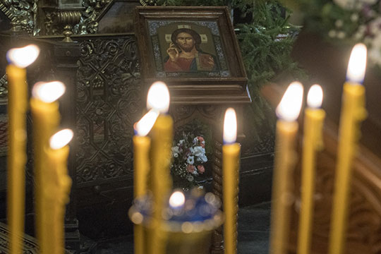 «Рождество— это земное рождение, когда Бог вбирает всвою ипостась человеческую природу»