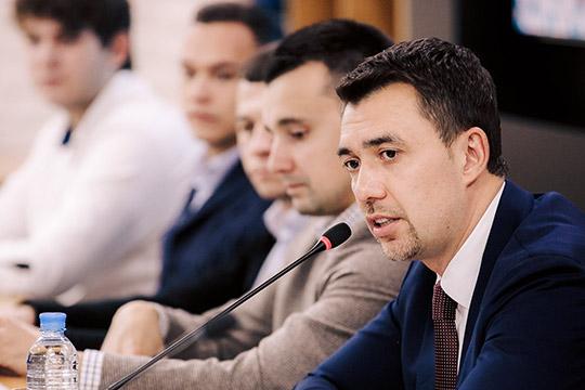Попоручению президента РТтемойстуденческих проездных вобщественном транспортезанимаетсяминистерство молодежиРТДамира Фаттахова
