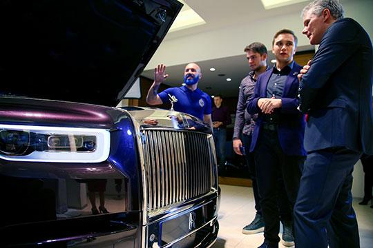 В декабре кто-то из жителей столицы РТ порадовал себя или кого-то из близких, прикупив к Новому году Rolls-Royce Cullinan, которого называют «самым дорогим кроссовером в России»