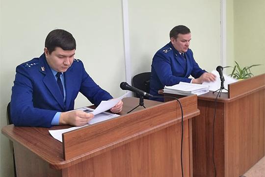 Вроли гособвинителя выступил лично прокурор Набережных ЧелновДмитрий Ерпелев (справа)