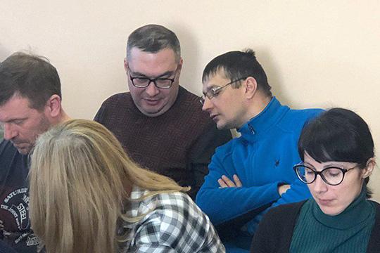 Мирзагалямова работала бухгалтером вООО«ПКФ Мрамор-Казань», одним изсоучредителей которой был еще один фигурант дела—Адель Мухаметхазипов(в центре)
