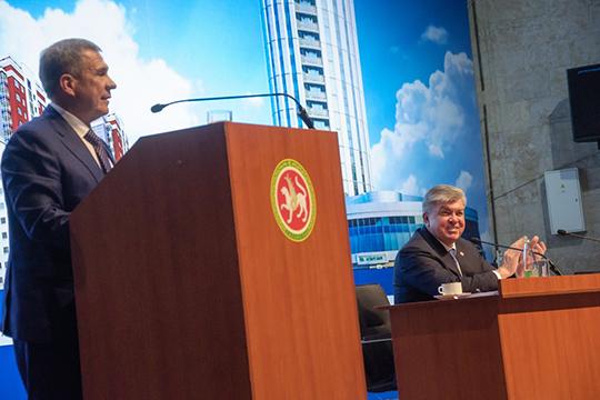 Президент пообещал, что вЧелнах будут продолжена реализация 40 программ засчет республиканского иместного бюджетов, вкоторые собрали вобщей сложности 280млрд рублей