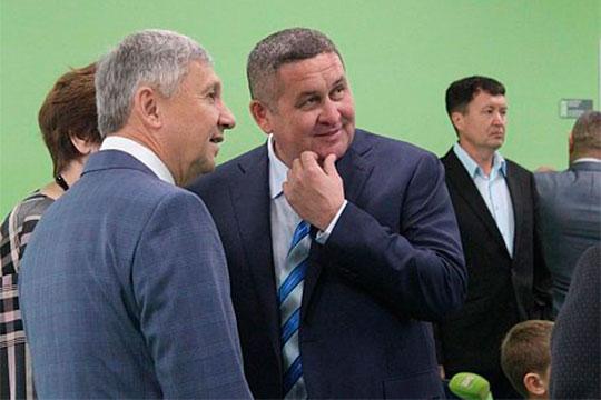 Генподрядчиком выступает компания«Евростиль» известного ивлиятельного вЧелнах строителяИльнара Гайсина (справа)