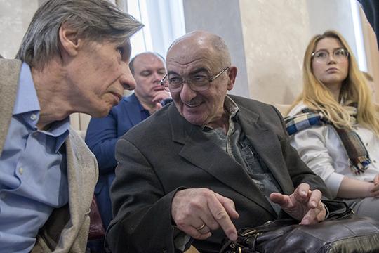 Помимо чиновников и застройщиков на встрече можно было увидеть практикующих архитекторовНиколая Новикова иАлександра Дембича