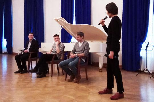 Приняла сведущая публика «Сны Иакова» довольно тепло, а потом задавала вопросы Маноцкову на «Академическом разговоре»