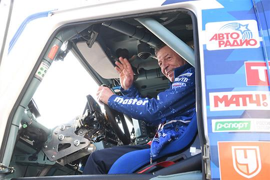 «Костюм снять, акаску, наверное, ненадо!»: Дмитрия Козакаусадили заруль грузовика