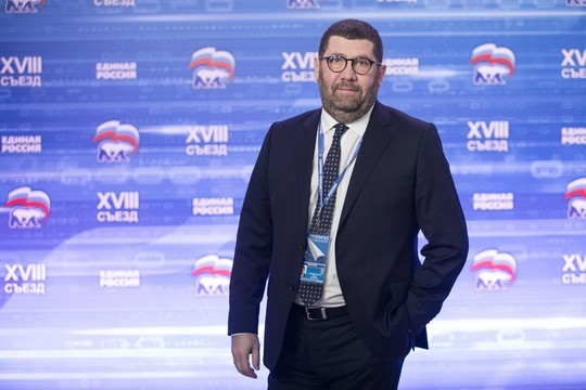 Нафоне старожилов настоящей «голытьбой» смотрится новобранец депутатского корпусаБорис Менделевич