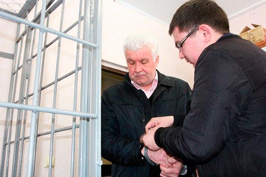 Марат Исламов стал потерпевшим по возбужденному против Владимира Швецова (на фото слева)делу. Новскоре онсам оказался под следствием