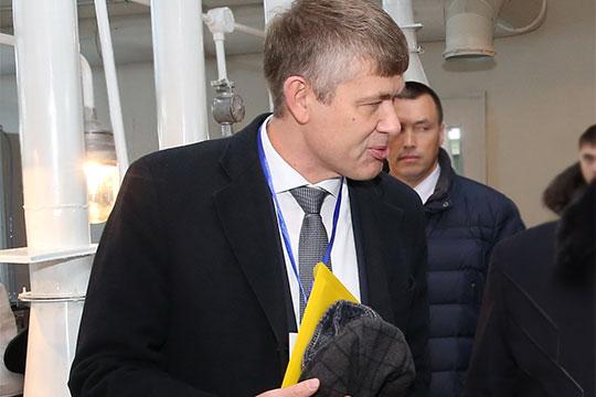 Упрочил свои позиции и коллега Хасанова по отрасли — директор ФКП «Казанский завод точного машиностроения» Артур Хисамеев (13)
