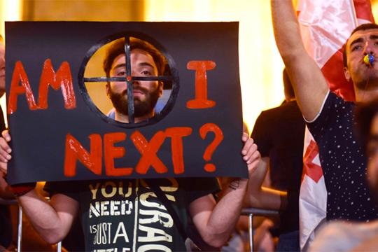 Арно Хидирбегишвили: «Вместо гей-революции вТбилиси произошла «революция Гаврилова»