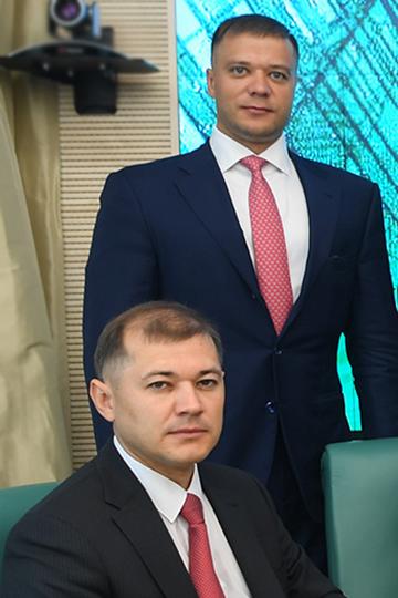 Похарактеру братья Шигабутдиновы очень разные: Руслан— спокойный отличник, семьянин, аТимур— несмотря настольже высокую рабочую загрузку вТАИФе, более экстравертный