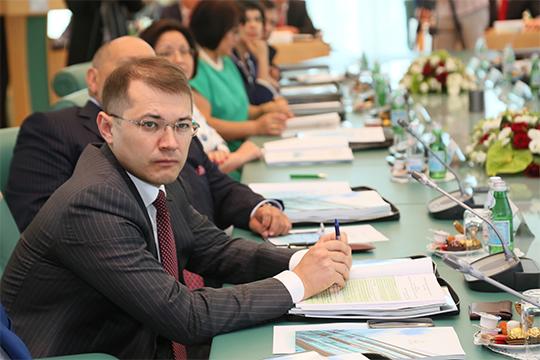 Официально бразды правления Руслан Альбертович получил аккурат насвой день рождения, спустя 22 года работы вструктурах ТАИФа