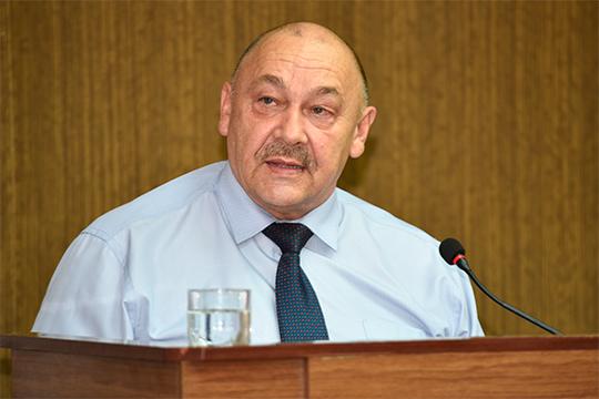 Рамиль Халимов отметил, что итоговая аттестация — наиболее важный показатель, характеризующий эффективность процесса обучения школьников