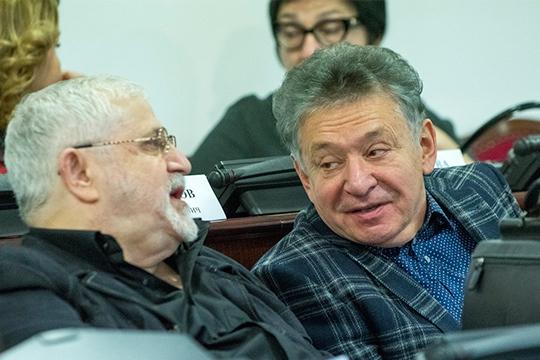 Мухаметзянов (справа) иСлавутский (слева) бывают буквально везде, так почемубы недать слово директорам развивающимся иуже всерьез котирующимся нароссийском уровне театрам изгородов Татарстана