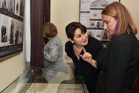 Аюпова (справа) рассчитывает привлечь совет к вопросу увековечивания памяти выдающихся деятелей культуры. Нынешнюю межведомственную комиссию по этому вопрос возглавляет Лейла Фазлеева (в центре)