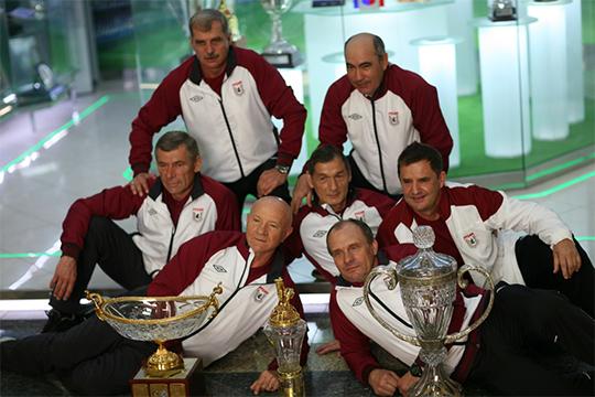 Тренерский штаб «Рубина» с тремя главными трофеями российского футбола