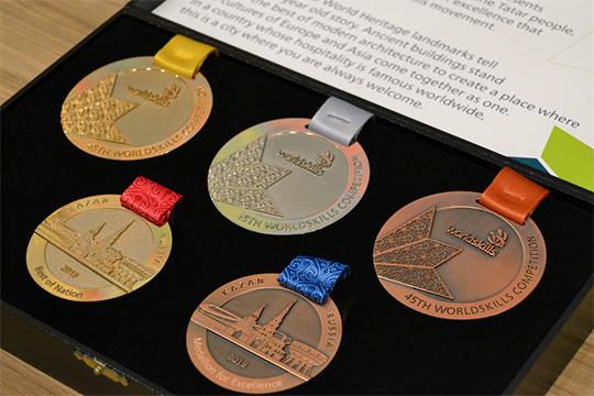 В каждой из компетенций трое лучших — «золото», «серебро» и «бронза». Здесь всё как в спорте. Отдельной награды удостоятся те, кого выберут лучшими в своей стране