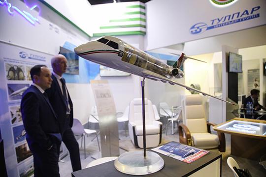 Также на стенде Татарстана нашлось место для макета самолета Ту-324 — так и несбывшейся мечты республиканских властей
