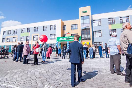 В Набережных Челнах новая школа наверняка будет прозвана в народе «камазовской», хотя завод в ее строительстве никак не участвовал