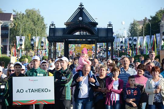 «Все руководство «Татнефти» живет в Альметьевске. Дети, внуки, родители гуляют по этим улицам, и люди нас видят. Мы не прячемся. И нам не безразлично, каким воздухом со всеми вместе мы дышим, какую воду пьем»