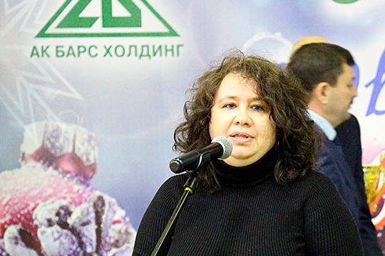 Елена Алешина заявила, что зимой этого года «Ак Барс холдинг» уже выделял «Гидропромжилстрою» в размере 1,5 млн рублей, которые как раз и должны были направить на зарплату сокращенным