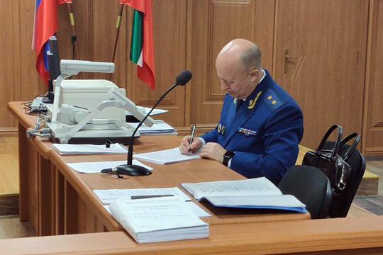 Государственное обвинение в суде поддерживает прокурор Татарстана Илдус Нафиков. Именно он огласил сегодня фабулу обвинения