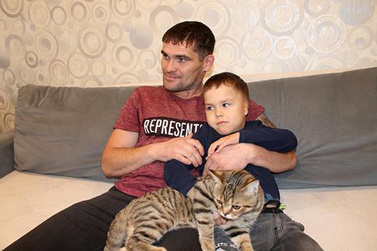 Папа Алексей говорит, что из-за сына даже сменил профессию