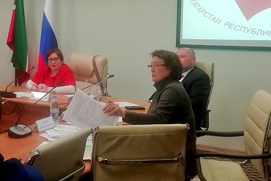 «Ситуацию усложняет то, что дом не признают проблемным», — рассказала на круглом столе адвокат Сания Курбанова (справа), представляющая интересы дольщиков
