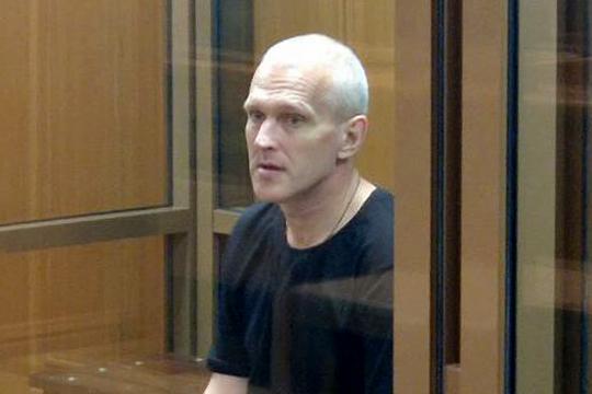 Сергей Груняхин обвиняется в убийстве двух лиц с особой жестокостью с целью сокрытия следов другого преступления