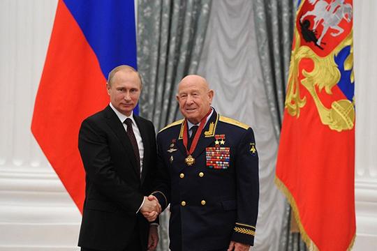 Одним изпервых соболезнования всвязи сосмертью Леонова выразил президент РФВладимир Путин. «Путин относился кЛеонову сглубоким уважением, они неоднократно беседовали»