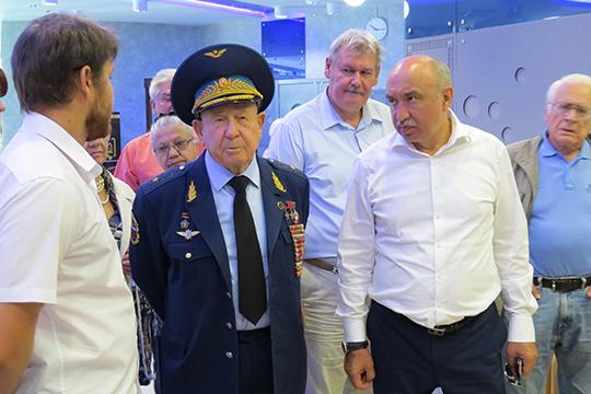 ВТатарстане впоследний раз Леонов был в2016 году— онстал гостемфорума обисследовании Луны, который проводилКФУ. Космонавт верил, что уРоссии есть второй шанс наосвоение Луны