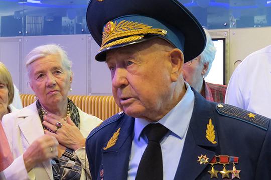 «Только про Гагарина можно сказать, что он первый, а во всем остальном первый Леонов»